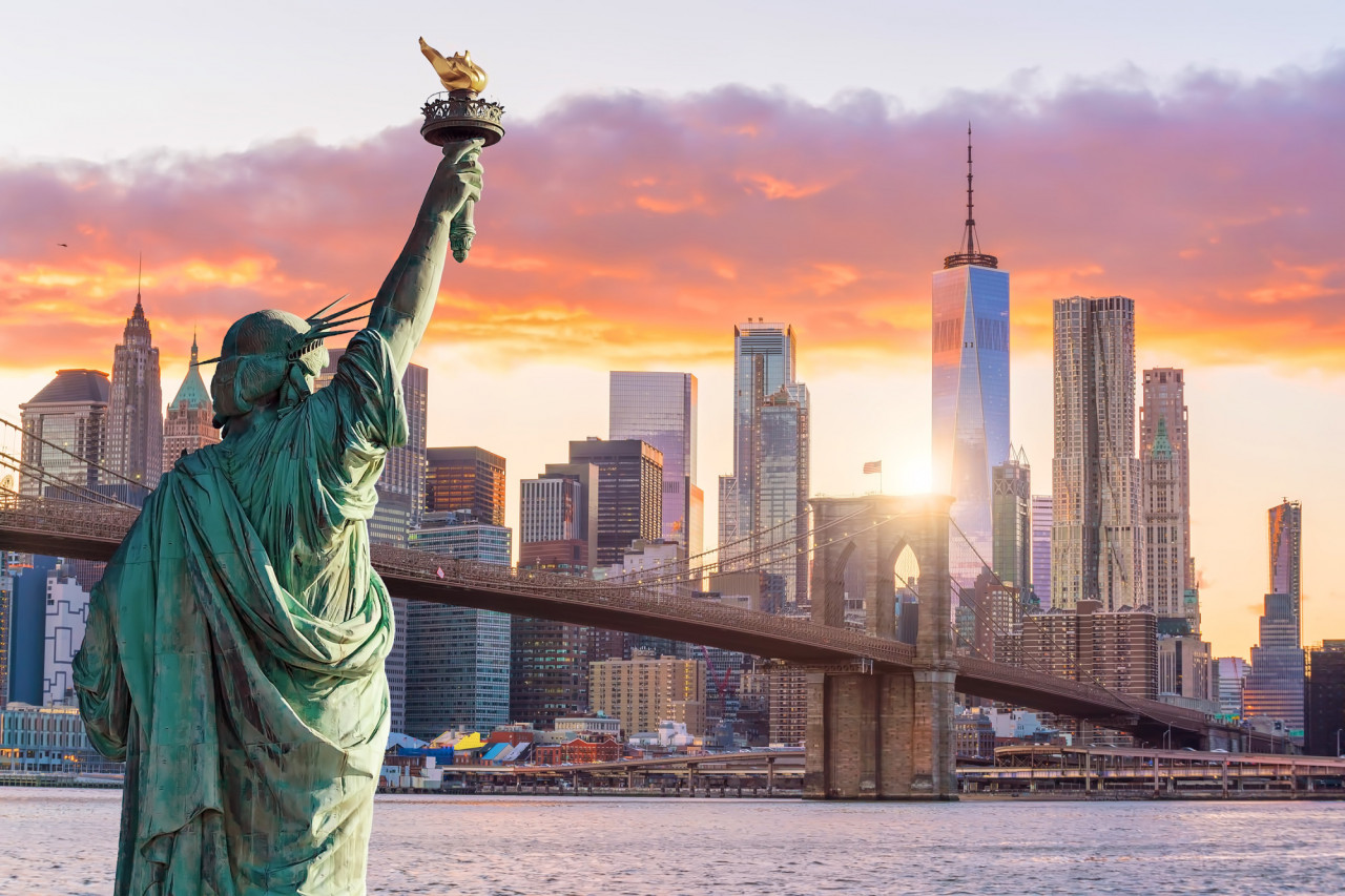 Statue-Liberty-and-New-York-c